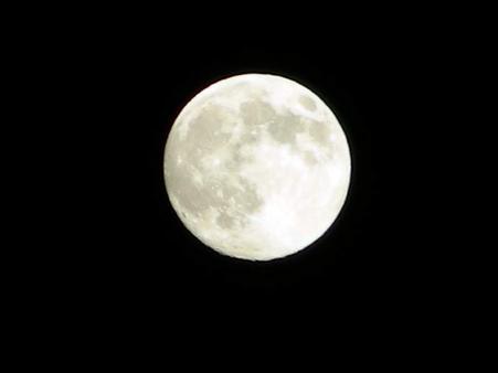 yoneda.moon.10.09.26.jpg